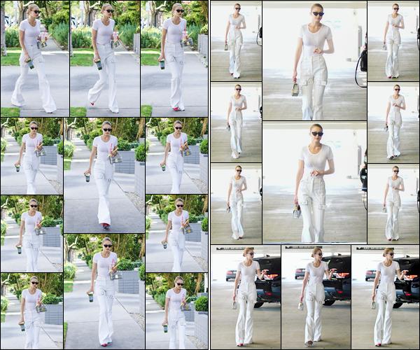 - '-05/07/17-' ◊Gigi Hadid a été photographiée alors qu'elle arrivait à l'appartement d'un ami dans Los Angeles. Plus tard, notre superbe mannequin a été aperçue alors qu'elle se rendait dans un salon de manucure qui était situé à Beverly Hills, top ! -