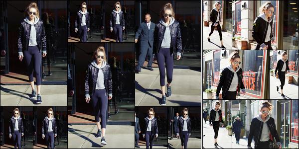 - '-16/01/17-' ◊Gigi Hadid a été photographiée alors qu'elle venait de quitter son appartement à Manhattan. Un peu plus tard, notre mannequin a été photographiée alors qu'elle se trouvait dans les rues de New-York. Look décontracté, bof. -