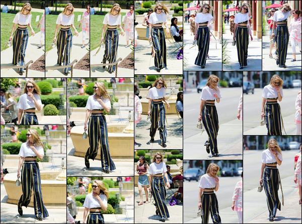 - '-10/07/17-' ◊Gigi Hadid a été photographiée alors qu'elle faisait une séance shopping makeup à Sephora, L.A. C'est en compagnie des soeurs et de la mère de son petit ami Zayn que nous retrouvons Gigi qui, plus tôt, a partagé un McDo avec elles ! -