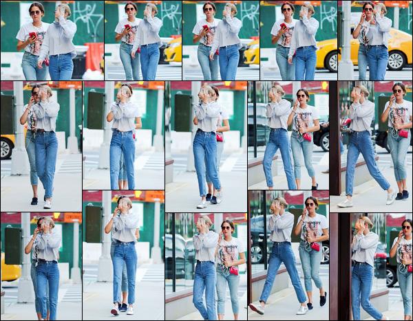 """- """"─-16/07/17-•"""": Gigi Hadid a été photographiée alors qu'elle venait d'arriver à son appartement à Manhattan. C'est comme bien souvent que nous retrouvons notre mannequin, bien décidée à se cacher des paparazzis, devant son appartement, NY. -"""