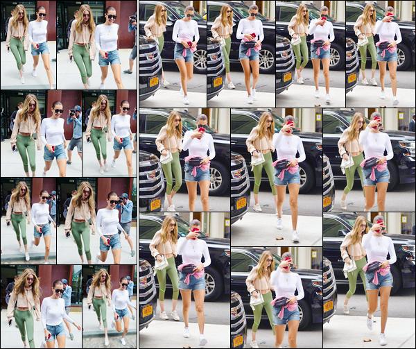 """- """"─-26/07/17-•"""": Gigi Hadid a été aperçue alors qu'elle venait de quitter son appartement, situé à Manhattan ! C'est ainsi que nous retrouvons Gigi accompagnée de sa s½ur à la sortie de son appartement puis arrivant à celui de Yolanda, Manhattan. -"""