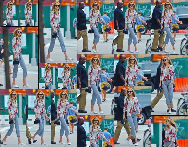 """- """"─-29/07/17-•"""": Jelena Hadid a été aperçue alors qu'elle se trouvait être dans les célèbres rues de New-York. C'est les cheveux dans le vent que nous retrouvons notre mannequin en promenade dans les rues de N-Y ! Je lui accorde un grand flop ! -"""
