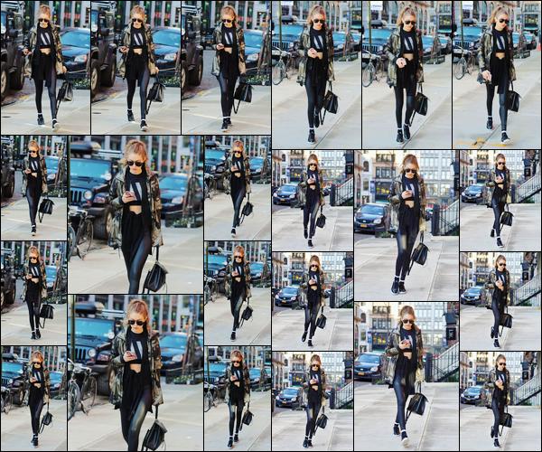 - '-15/01/17-' ◊Gigi Hadid a été prise en photo alors qu'elle se trouvait être dans les rues de New-York City. C'est dans une tenue assez décontractée mais cependant très jolie que nous retrouvons notre belle Gigi dans les rues de New-York. -