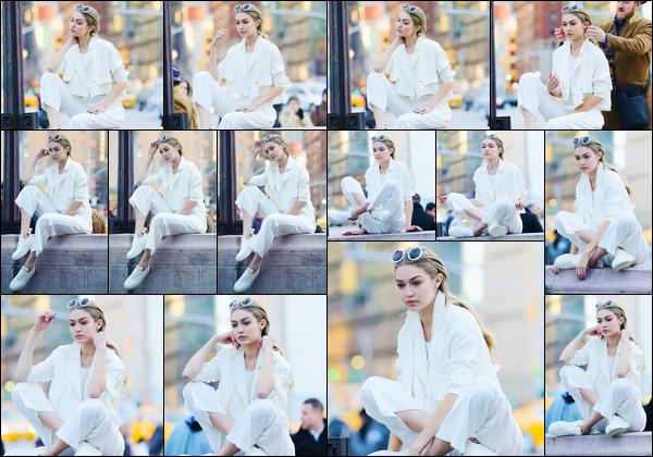 - '-29/03/16-' ◊Gigi Hadid a été photographiée sur le set d'un photoshoot pour « Maybelline », à Central Park. C'est avec ses lunettes de soleil sur le crâne et alors qu'elle tapait la pose pour l'appareil. Tout simplement magnifique, j'accorde un top ! -