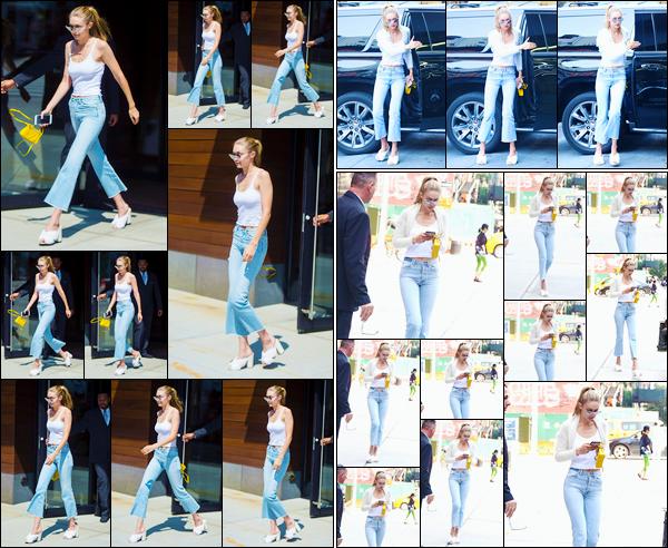 """- """"─-05/09/17-•"""": Gigi Hadid a été photographiée lorsqu'elle quittait son appartement étant situé à Manhattan. Un peu plus tard, notre superbe mannequin a été vue alors qu'elle se trouvait être dans les rues de New-York City. Je lui accorde un bof. -"""
