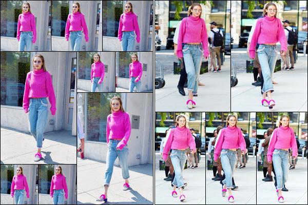"""- """"─-11/09/17-•"""": Gigi Hadid a été aperçue alors qu'elle se promenait dans les célèbres rues de New-York City. Un peu plus tard, notre ravissante mannequin a été vue alors qu'elle venait d'arriver à son appartement situé dans Manhattan, petit top. -"""