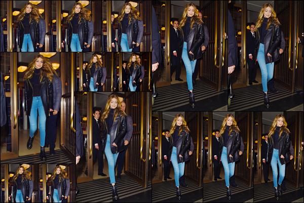 """- """"─-19/09/17-•"""": Gigi Hadid a été aperçue alors qu'elle venait à peine de quitter son hôtel, situé dans Londres. C'est dans une tenue assez simple mais cependant très jolie que nous retrouvons notre blondinette à qui j'accorde d'ailleurs un gros top ! -"""