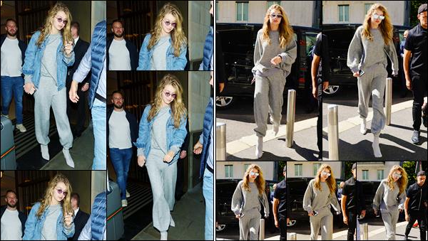 """- """"─-22/09/17-•"""": Gigi Hadid a été vue alors qu'elle venait tout juste de quitter son hôtel, situé à Londres (UK). Plus tard, c'est sur le sol Italien que nous retrouvons notre mannequin dans les rues de Milan. Tenue décontractée, je lui accorde un bof. -"""