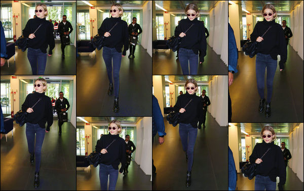 """- """"─-23/09/17-•"""": Gigi Hadid a aperçue alors qu'elle venait d'arriver à un aéroport se trouvant à Milan en Italie. C'est dans une tenue décontractée que nous retrouvons notre mannequin qui prend son envole pour le Danemark ! Je donne un petit bof. -"""