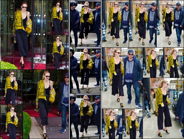 """- """"─-27/09/17-•"""": Gigi Hadid a été photographiée alors qu'elle venait tout juste de quitter son hôtel, dans Paris. Un peu plus tard, notre mannequin a été vue alors qu'elle arrivait puis quittait les bureaux de «Isabel Marant», pour des essayages, top. -"""
