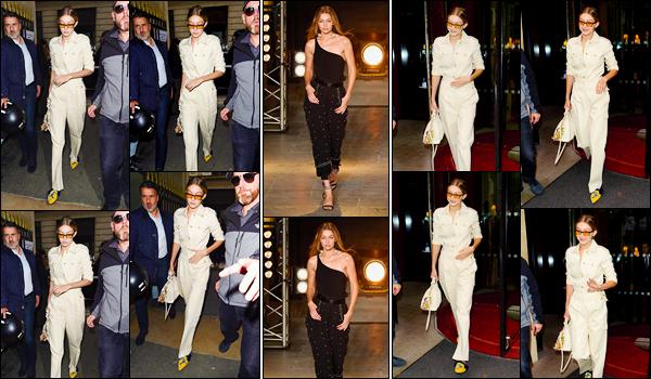 """- """"─-28/09/17-•"""": Gigi Hadid a été photographiée alors qu'elle venait de sortir de son hôtel étant situé à Paris. C'est dans une tenue entièrement blanche que nous retrouvons notre mannequin qui a ensuite été vue arrivant au défilé Isabel Marant ! -"""