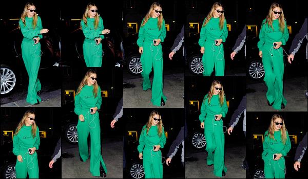 """- """"─-28/09/17-•"""": Gigi Hadid a été aperçue alors qu'elle se promenait dans les rues de Paris, capitale Française. C'est dans une tenue décontractée, entièrement verte que nous retrouvons notre belle mannequin. J'aime assez, c'est ainsi un petit top ! -"""
