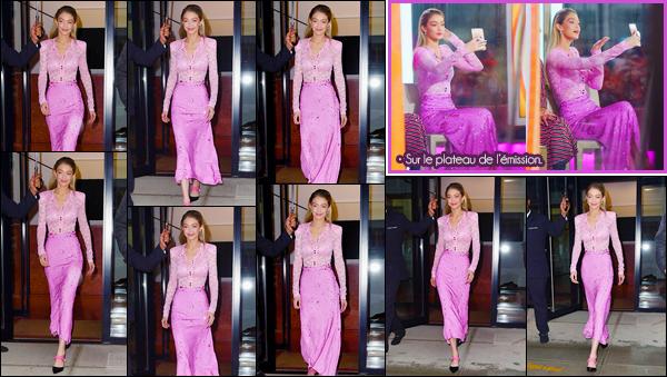"""- """"─-13/11/17-•"""": Gigi Hadid a été photographiée alors qu'elle venait de sortir de son appartement à Manhattan. C'est ainsi pour se rendre sur le plateau de l'émission « The Today Show » que nous retrouvons Gigi toute en rose. Je lui accorde un top. -"""