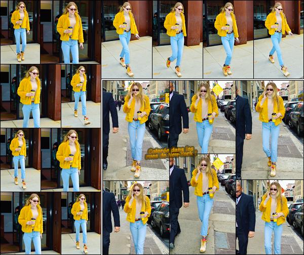 """- """"•-15/12/17-─"""": Gigi Hadid a été photographiée venant tout juste de quitter son appartement dans Manhattan. Un peu plus tard, c'est dans les rues de New-York que notre it-girl a été vue ! Pour cette tenue, j'aime sans trop aimé. J'offre un petit top. -"""
