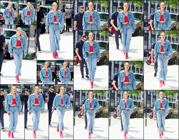 - '-29/06/17-' ◊Gigi Hadid a été photographiée alors qu'elle revenait à son appartement dans Manhattan à N-Y. C'est avec la bougeotte que nous retrouvons Jelena qui, cette fois, rentrait chez elle visiblement toujours de bonne humeur, un bon top ! -