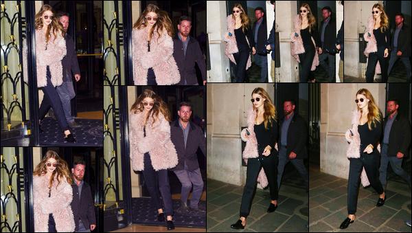 - '-04/10/16-' ◊Gigi Hadid a été photographiée alors qu'elle venait tout juste de quitter son hôtel situé à Paris. C'est entièrement vêtue de noir sous sa grosse veste rose que nous retrouvons notre Gigi dans notre Capitale. Pour ce qu'on voit, un bof. -