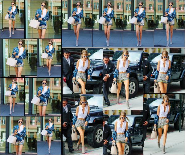 - '-14/09/16-' ◊Gigi Hadid a été aperçue alors qu'elle quittait les studios de « DVF » situé dans New-York City. Un peu plus tard, notre belle mannequin a été aperçue alors qu'elle venait d'arriver devant son appartement. Je lui offre deux beaux top. -