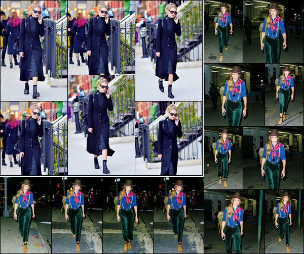- '-31/10/16-' ◊Gigi Hadid a été photographiée alors qu'elle se rendait dans les célèbres rues de New-York City. Plus tard, la nuit tombée, Gigi a été photographiée alors qu'elle se trouvait être dans les rues de New-York. Visiblement déguisée, un top. -