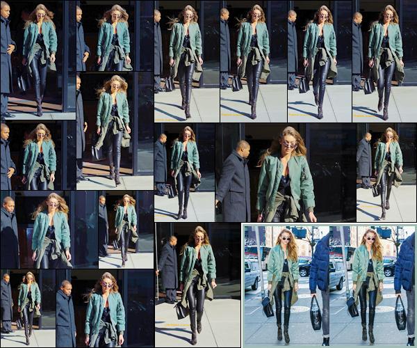 - '-14/12/16-' ◊Gigi Hadid a été photographiée alors qu'elle venait de quitter son appartement dans Manhattan. Un peu plus tard, notre belle mannequin américaine a été aperçue alors qu'elle se trouvait être dans les rues de New-York, un petit top ! -
