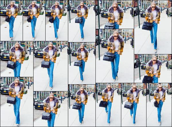 - '-13/12/16-' ◊Gigi Hadid a été photographiée alors qu'elle venait d'arriver à son appartement dans Manhattan. C'est plutôt bien couverte que nous retrouvons notre mannequin dans Manhattan prête à rejoindre son appartement. Je lui donne un flop. -