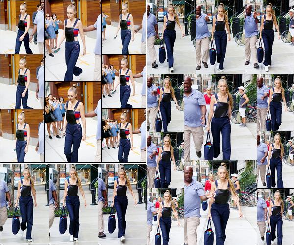 - '-10/09/16-' ◊Gigi Hadid a été photographiée alors qu'elle venait de se quitter son appartement à Manhattan. Un peu plus tard, notre belle mannequin a été photographiée alors qu'elle se trouvait dans les rues de New-York. Je donne un gros top ! -
