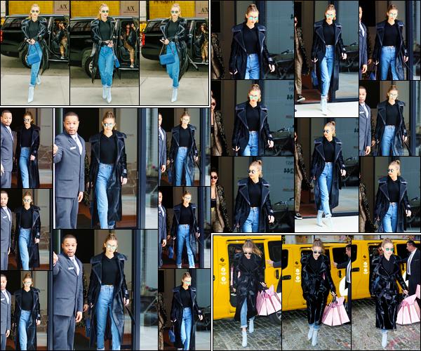 - '-08/12/16-' ◊Gigi Hadid a été aperçue alors qu'elle se trouvait être dans les très célèbres rues de New-York. Un peu plus tard, notre charmante mannequin a été photographiée quittant puis revenant bien plus tard à son appartement, Manhattan. -