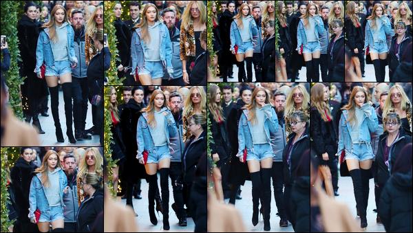 - '-29/11/16-' ◊Gigi Hadid a été photographiée alors qu'elle venait de quitter l'hôtel «Mandarin» situé à Paris. C'est ainsi quittant un hôtel de notre Capitale Française que nous retrouvons Gigi en compagnie de Kendall et d'autres mannequins. Top ! -