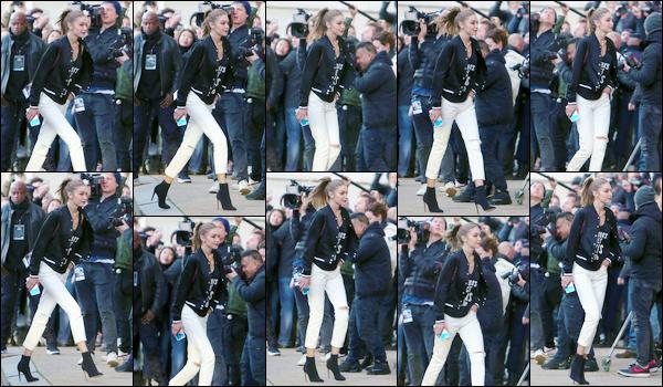 - '-28/11/16-' ◊Gigi Hadid a été aperçue alors qu'elle arrivait au photocall pour le défilé Victoria Secret à Paris. C'est malheureusement avec peu de photos que nous retrouvons notre Gigi bien entourée par les paparazzis. Je lui accorde un beau top ! -