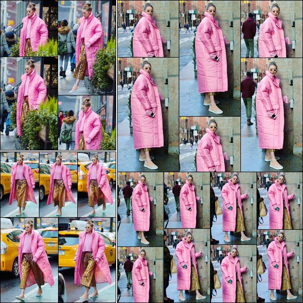 - ''•-09/01/18-' : Gigi Hadid a été vue alors qu'elle se trouvait être dans les très célèbres rues de New-York City. C'est dans une tenue qui aurait pu être mignonne que nous retrouvons notre Gigi H à qui j'accorde rien que pour son bas un énorme flop. -