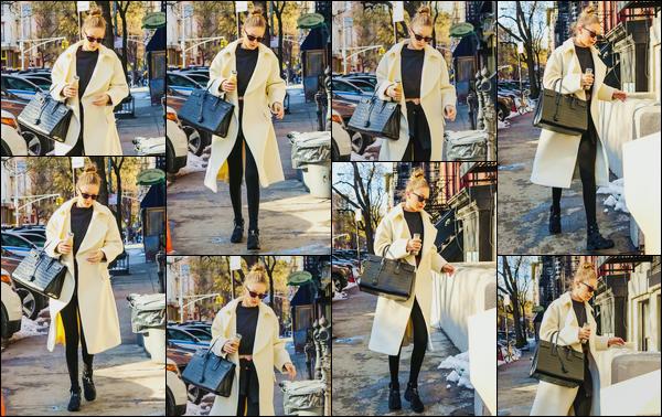 - ''•-10/01/18-' : Gigi Hadid a été aperçue alors qu'elle se trouvait être dans les célèbres rues de New-York City. C'est après avoir quitté son appartement que nous retrouvons notre mannequin toujours le visage caché par ses lunettes. Toujours top ! -