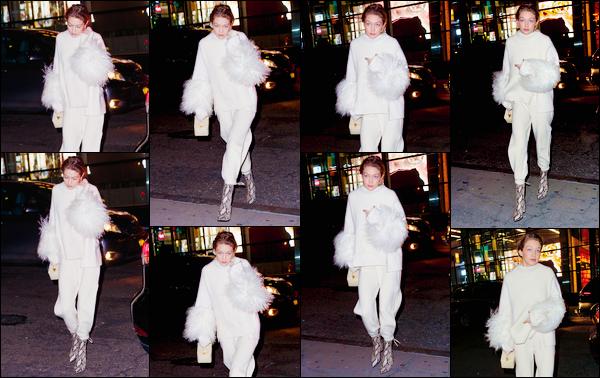 - ''•-14/01/18-' : Gigi Hadid a été photographiée alors qu'elle arrivait au restaurant :« Nobu »,situé à New-York. C'est ainsi la nuit tombée que nous retrouvons notre mannequin prête pour dîner au célèbre restaurant Nobu. Côté look, je donne un flop. -