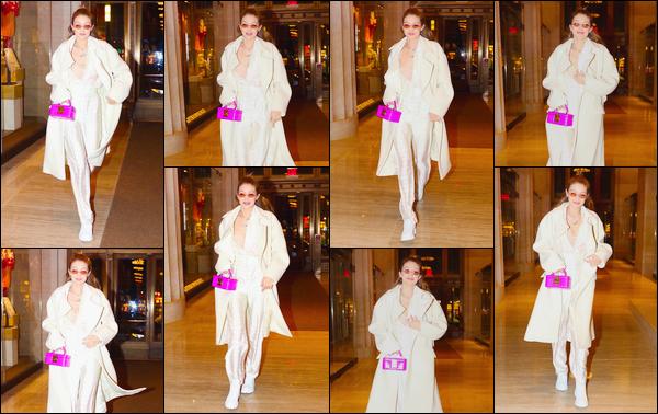 - ''•-22/01/18-' : Gigi Hadid a été photographiée alors qu'elle quittait le restaurant :« Nobu »,situé à New-York. C'est ainsi en soirée que nous retrouvons notre Gigi de sortie pour dîner. Je ne suis pas vraiment fan de sa tenue, c'est un bon petit flop. -