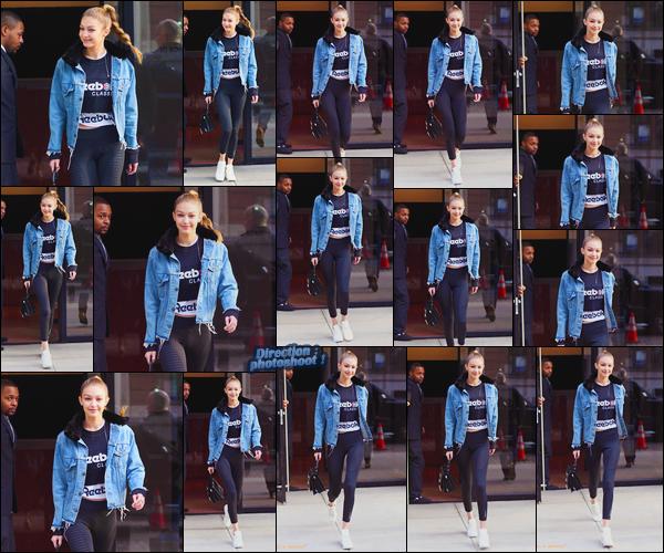 - ''•-19/01/18-' : Gigi Hadid a été vue lorsqu'elle venait tout juste de sortir de son appartement dans Manhattan. C'est avec un large sourire que nous retrouvons notre mannequin visiblement de bonne humeur à la sortie de son appartement ! Un top ! -