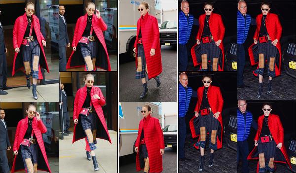 - ''•-23/01/18-' : Gigi Hadid a été aperçue alors qu'elle venait tout juste de quitter son appartement, Manhattan. Plus tard, notre superbe Gigi a été photographiée alors qu'elle se trouvait dans les rues de New-York. Puis, revenant à son appartement. -