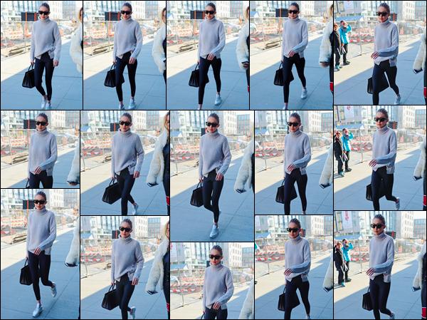 - ''•-15/01/18-' : Gigi Hadid a été vue lorsqu'elle se trouvait avec Alana dans les célèbres rues de New-York City. C'est ainsi dans une tenue assez décontractée que nous retrouvons notre mannequin qui allait probablement déjeuner dans N-Y. Un bof ! -