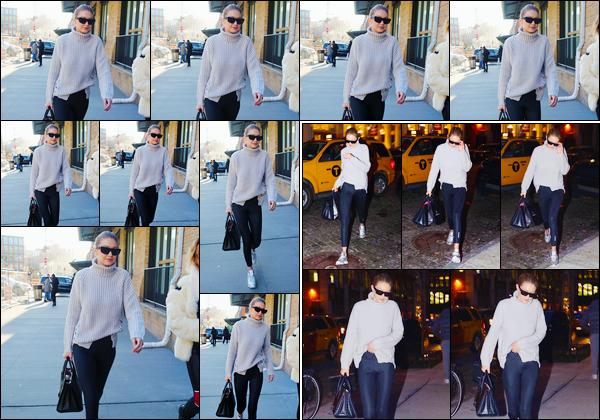 - ''•-15/01/18-' : Gigi Hadid a été photographiée alors qu'elle arrivait au magasin: « Versace »,situé à New-York. Un peu plus tard, après sa virée shopping, notre mannequin a été aperçue lorsqu'elle venait de revenir à son appartement. Toujours bof ! -