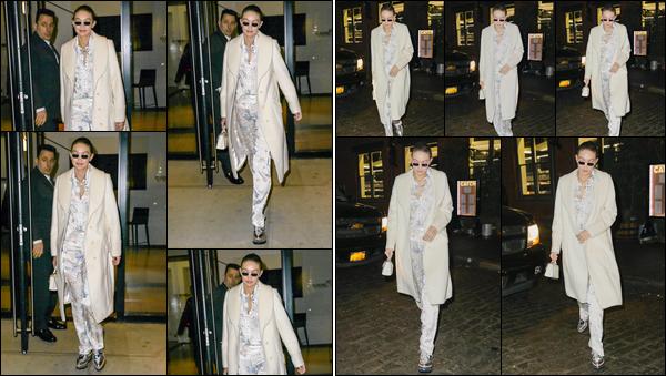 - ''•-01/02/18-' : Gigi Hadid a été aperçue alors qu'elle venait tout juste de quitter son appartement, Manhattan. Un peu plus tard, notre mannequin a été vue arrivant au «Meat Packing District » de New-York. Pour son look, je lui donne un petit flop ! -