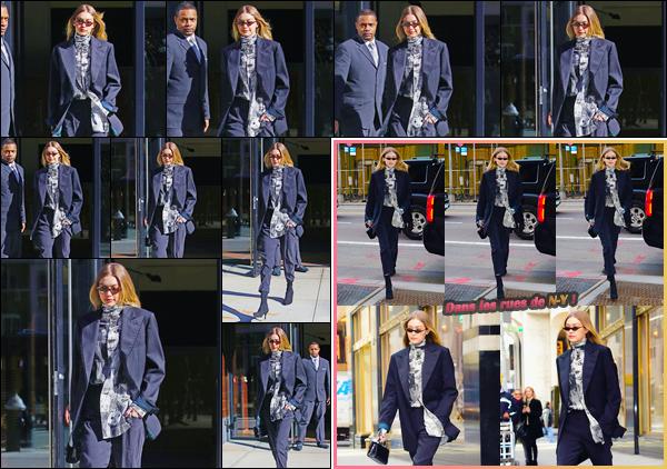 - ''•-08/02/18-' : Gigi Hadid a été photographiée alors qu'elle venait de sortir de son appartement à Manhattan. C'est dans une journée visiblement ensoleillé que nous retrouvons Gigi à la sortie de son appartement. Pour son look, je lui offre un flop. -