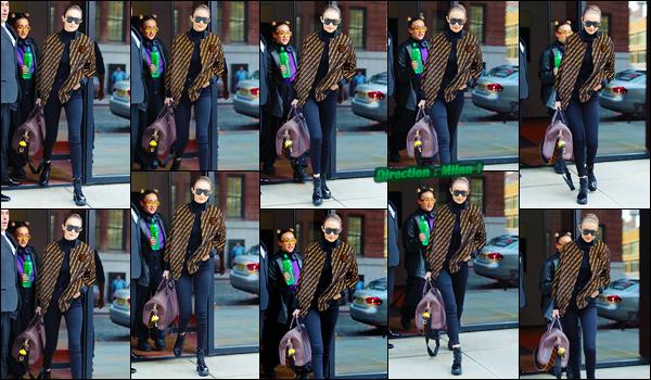 - ''•-20/02/18-' ─ Gigi Hadid a été photographiée alors qu'elle venait juste de quitter son appartement à Manhattan. C'est prête à prendre son envol pour rejoindre une ville Italienne qu'est Milan que nous retrouvons Gigi devant son appartement, un flop. -