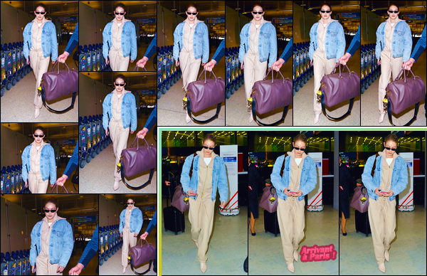 - ''•-26/03/18-' : Gigi Hadid a été photographiée alors qu'elle arrivait à l'aéroport « JFK », situé dans New-York. C'est dans une tenue aux couleurs assez neutres que nous retrouvons notre ravissante blondinette à qui j'accorde ainsi un beau petit flop. -