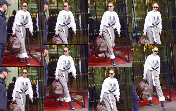 - ''•-29/03/18-' : Gigi Hadid a été photographiée quittant le célèbre hôtel « Le Royal Monceau »situé dans Paris. C'est probablement pour quitter notre capitale que nous retrouvons notre ravissante mannequin, sac d'affaire à la main. Je donne un flop. -
