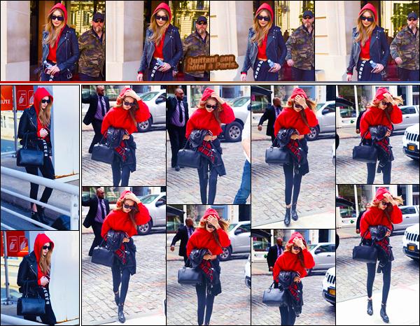 - ''•-04/05/18-' : Gigi Hadid a été aperçue alors qu'elle quittait son hôtel pour se rendre à l'aéroport dans Paris. Peu de temps après, notre ravissante blondinette a été photographiée alors qu'elle venait d'arriver à son appartement situé à Manhattan. -