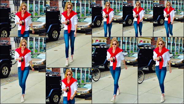 - ''•-06/05/18-' : Gigi Hadid a été photographiée alors qu'elle venait de rejoindre son appartement à Manhattan. C'est de retour chez elle que nous retrouvons Gigi que nous devrions normalement retrouvé le lendemain pour la cérémonie de MET Gala. -