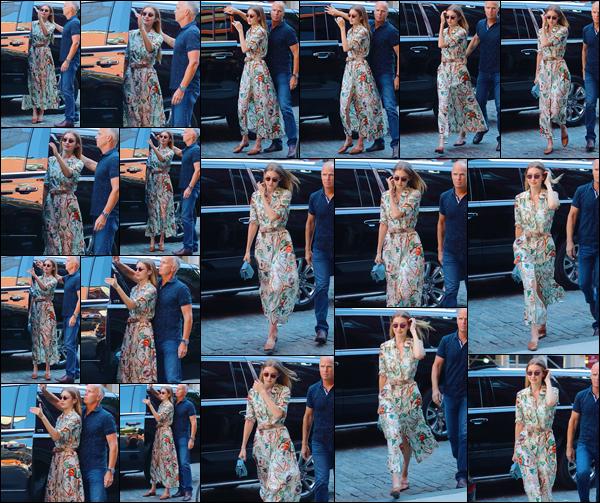- -• 19/06/18-': Jelena Hadid a été aperçue alors qu'elle quittait tout juste son appartement situé à Manhattan. C'est dans une ravissante robe que nous retrouvons notre mannequin sortant d'une voiture. Elle était particulièrement jolie, j'offre un top ! -