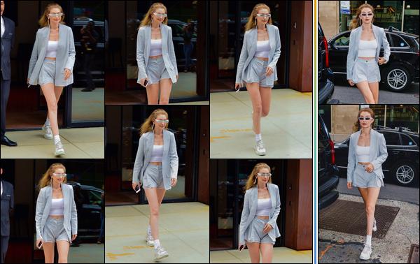 - -• 20/06/18-': Gigi Hadid a été aperçue alors qu'elle se trouvait à la sortie de son appartement à Manhattan. Un peu plus tard notre mannequin a été photographiée alors qu'elle était dans les célèbres rues de New-York. Je lui accorde un petit top. -