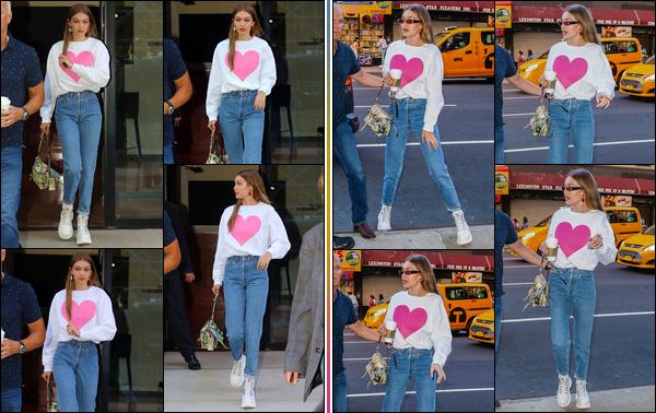 - -• 19/06/18-': Gigi Hadid a été de nouveau aperçue alors qu'elle quittait son appartement situé à Manhattan. C'est de nouveau de sortie cette journée que nous retrouvons notre blondinette favorite qui a été vue revenant chez elle peu après, top ! -