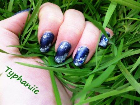 Nail art bleu/fleurs