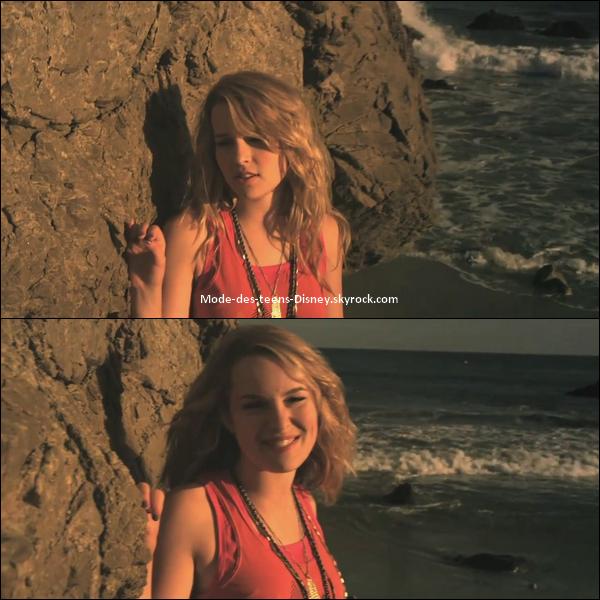 """NEW'S Bridgit  Mendler   23/12/2010 :    ---  Découvrez des captures - magnifiques, soit dit en passant - de Bridgit Mendler dans son nouveau Clip """" This is my Paradise """" pour le film """" Le chien de Beverly Hills 2 """". Le décor est sublime, la chanson est sympa !    ."""