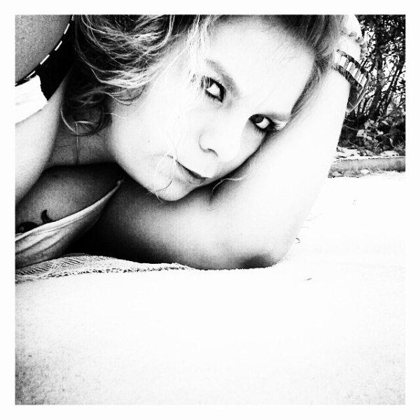 Emilie       -      2o ans          -     En Couple         -            ♥...Je voudrais que tu sois le personnage principal de mon roman ..♥