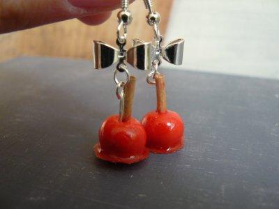 les boucles d'oreilles pommes d'amour